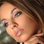 Макияж для серо-зеленых глаз брюнетки