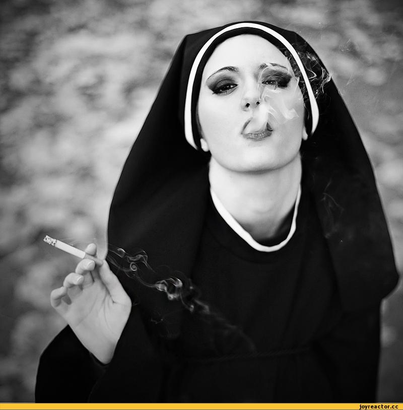 Почему мужчинам нравиться дама с сигаретой?