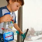 Приучаем малышей к уборке