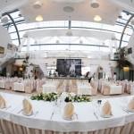 Ресторан для свадебного банкета.