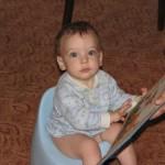 Как научить ребенка ходить на горшок и когда начинать?